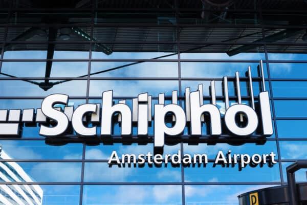 Reisverzekering vergeten en al op Schiphol?