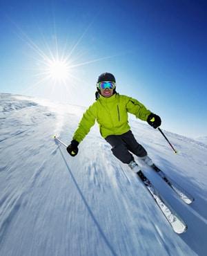 Wintersport reisverzekering met corona dekking voor reisadvies oranje of rood